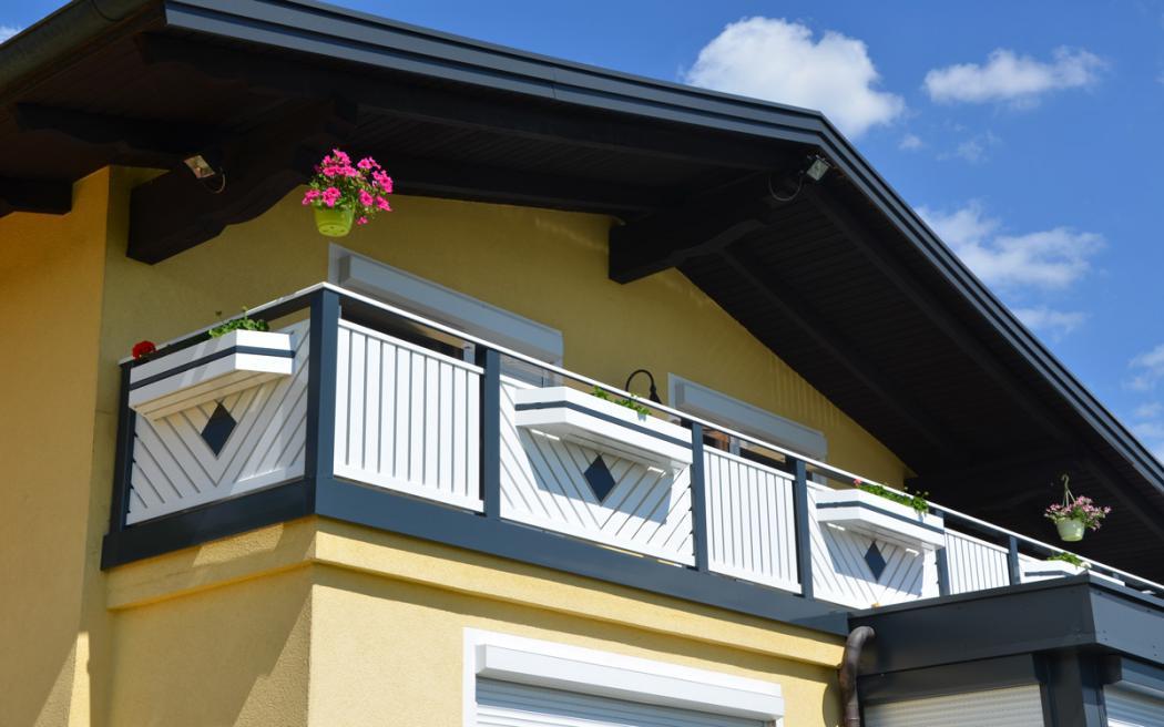 Aluminium Balkone in der Modellgruppe Kompakt in der Modellgruppe Kompakt mit der Nr 1395