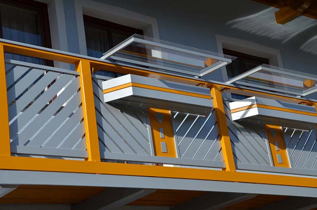 Aluminium Balkone in der Modellgruppe Kompakt in der Modellgruppe Kompakt mit der Nr 688
